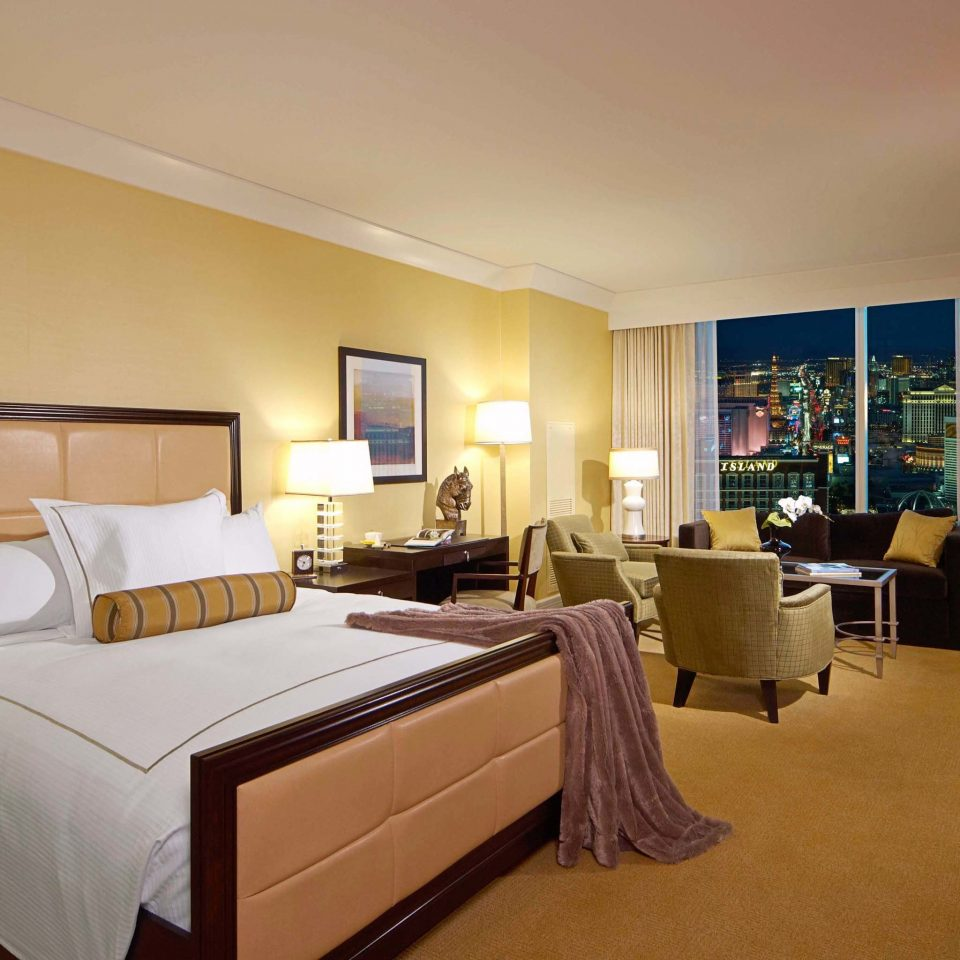Bedroom Casino Modern Resort property Suite desk living room condominium cottage Villa lamp