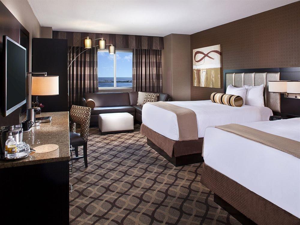 Bedroom Casino Resort property Suite condominium living room Modern