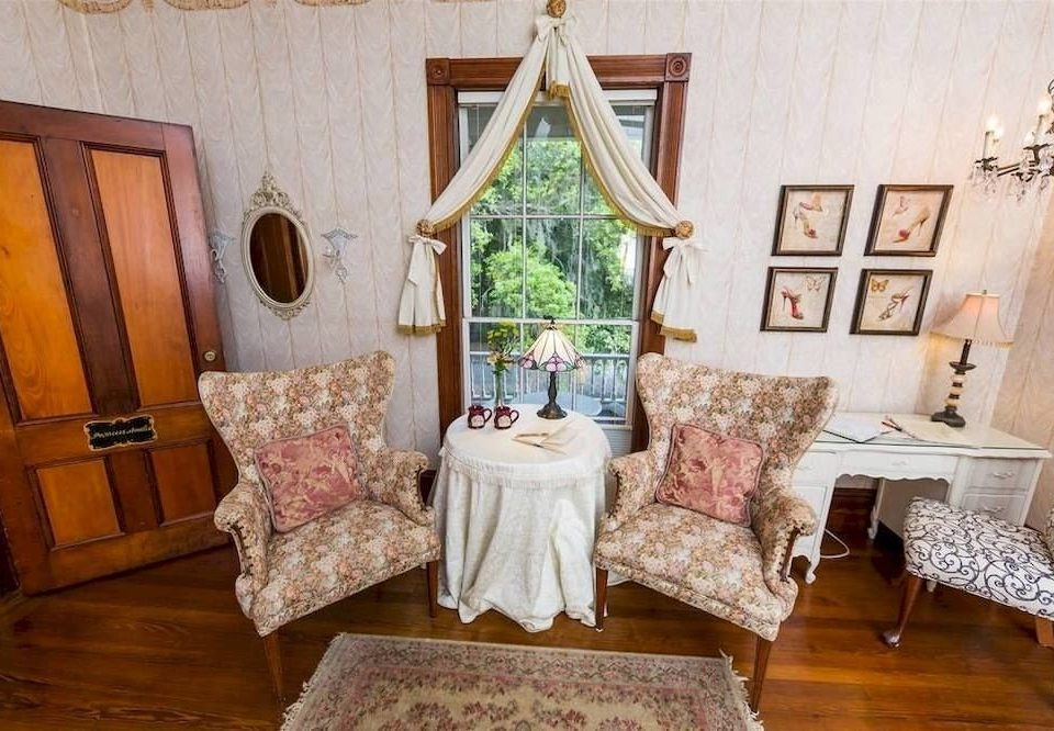 chair property living room Bedroom cottage home farmhouse mansion