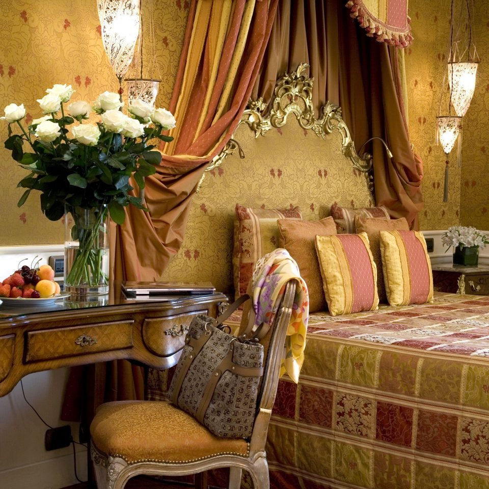 Bedroom City Classic Elegant Historic Romance Romantic living room home bed sheet textile