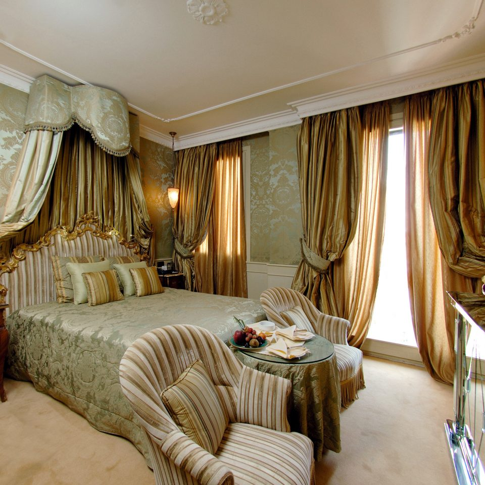 Bedroom City Classic Elegant Historic Hotels Italy Luxury Travel Romance Romantic Venice property Suite home living room curtain cottage mansion