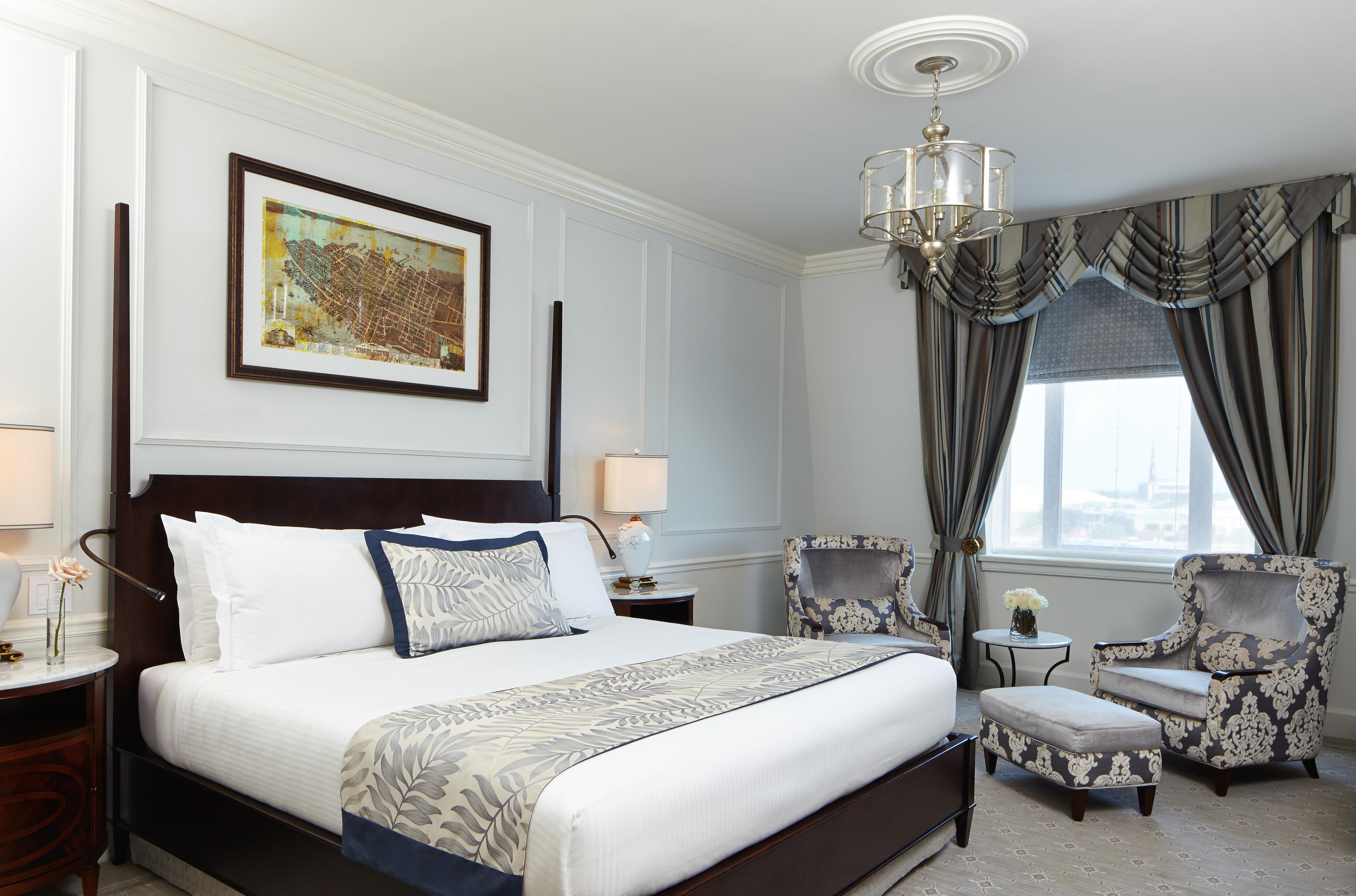 Bedroom City Classic Elegant Historic Hotels Romance Scenic views property living room Suite home cottage condominium