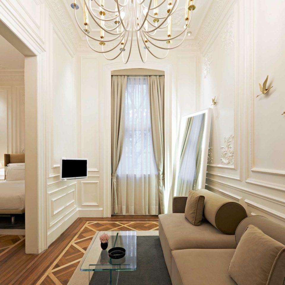 Bedroom City Classic Elegant Historic property home Suite living room cottage mansion hall