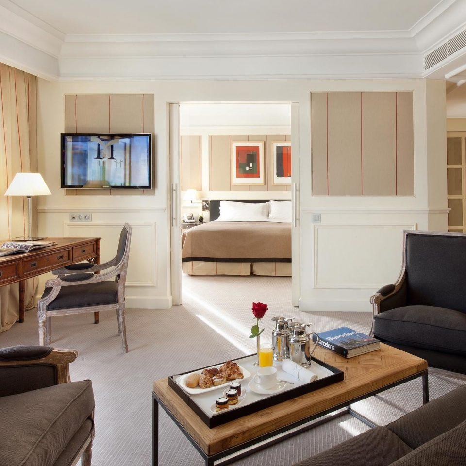 Bedroom City Classic Elegant Romantic Suite sofa living room property home cottage condominium