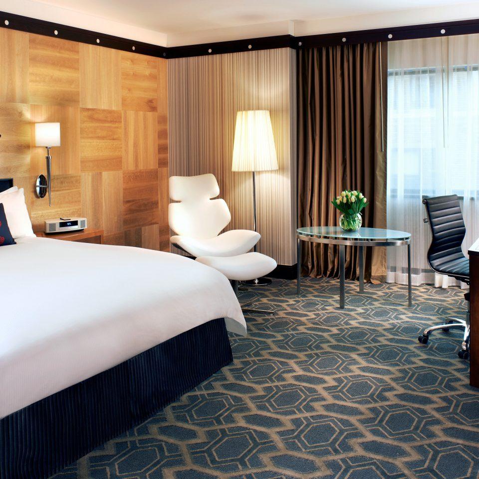 Bedroom City Classic Resort property Suite living room home