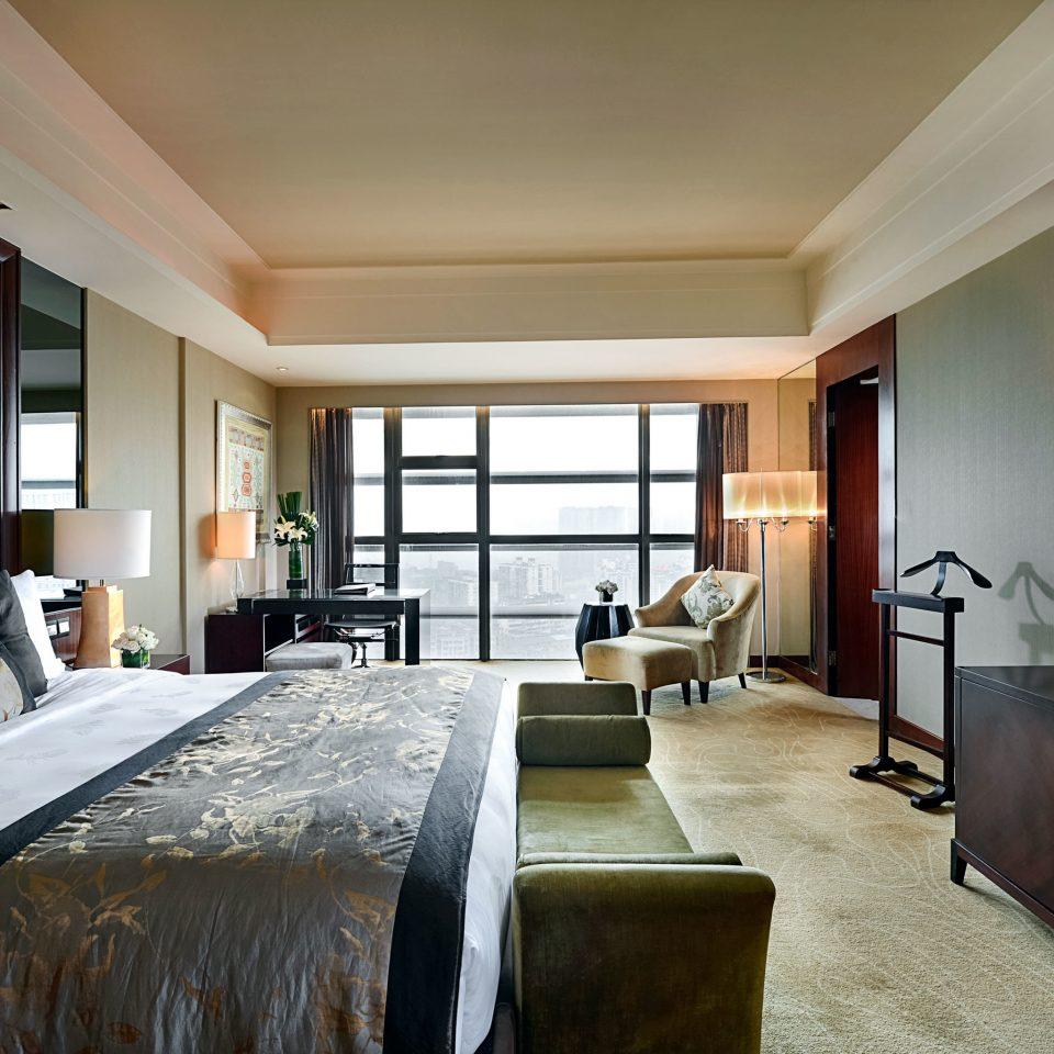 Bedroom City Classic Resort Scenic views sofa property Suite home living room pillow condominium cottage lamp