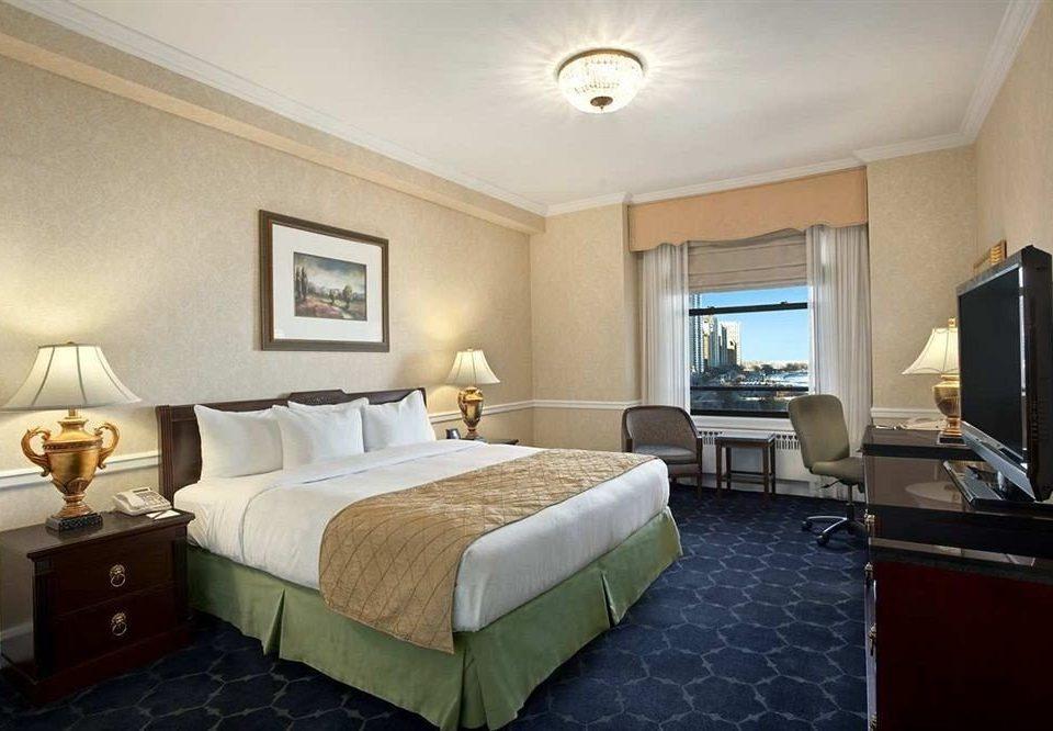 Bedroom City Classic Scenic views property Suite condominium cottage living room Villa tan