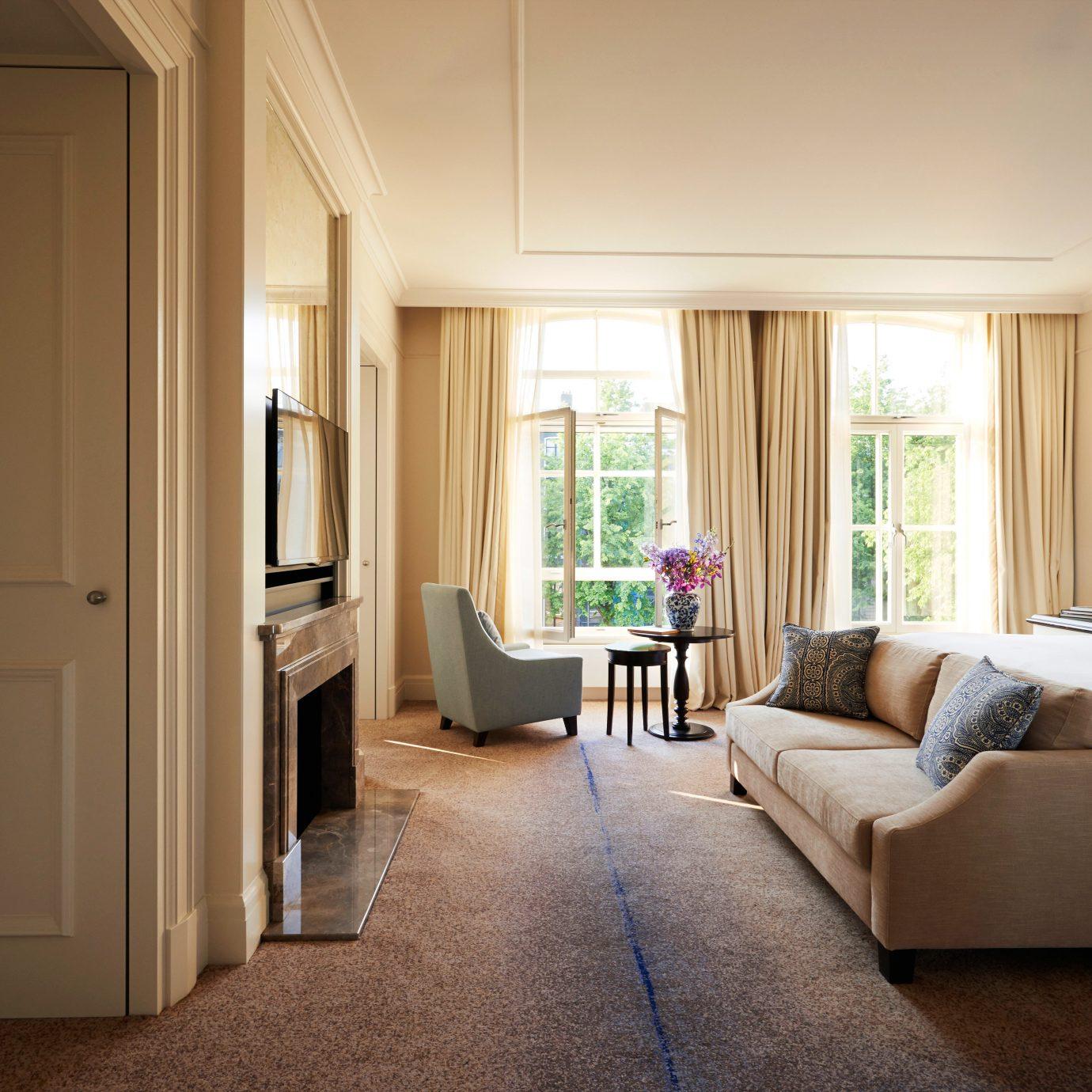 Bedroom City Elegant Family Luxury Romantic Suite property home living room house hardwood cottage