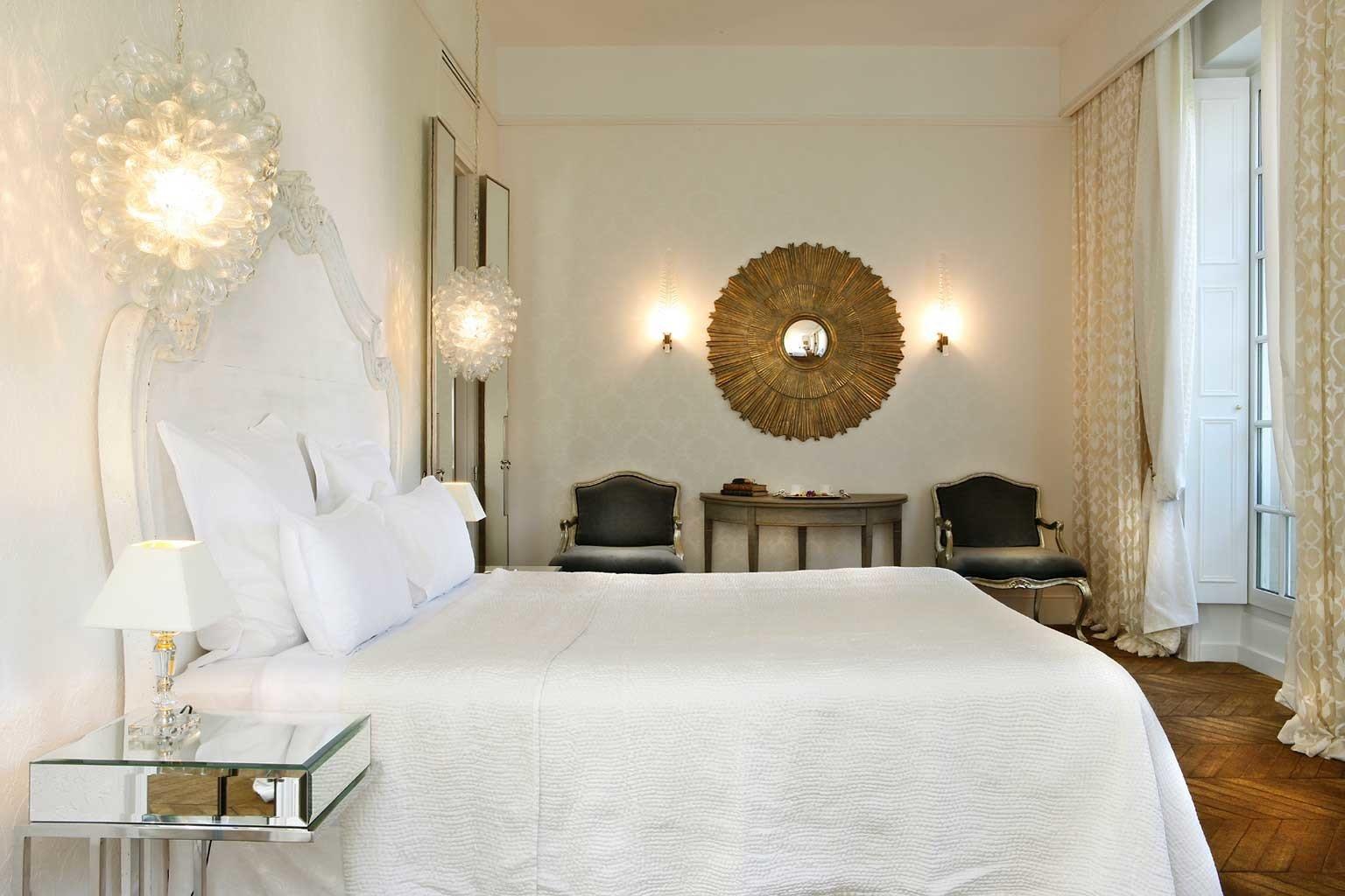 Bedroom City Elegant Historic Romantic property Suite white cottage living room