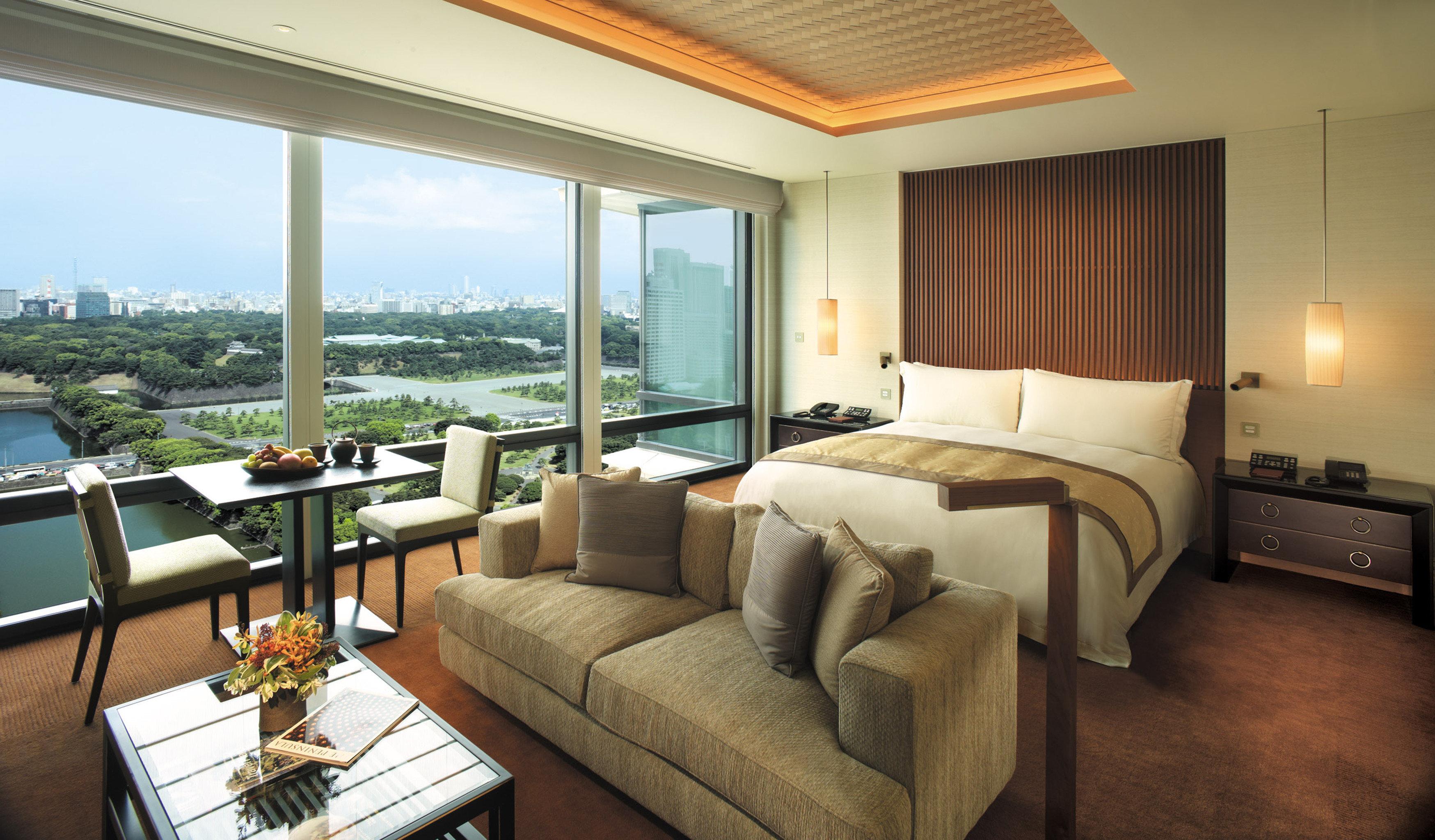 Bedroom City Elegant Luxury Modern Scenic views property Suite condominium Resort Villa cottage home living room overlooking lamp