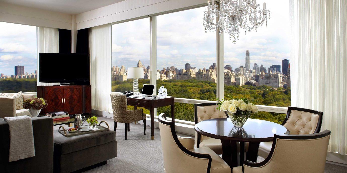 City Elegant Luxury Suite property living room home condominium house Villa overlooking nice Bedroom dining table