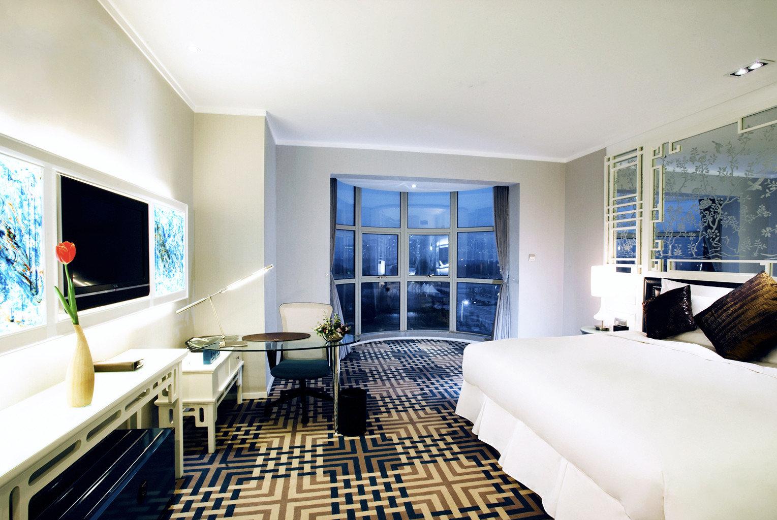 Bedroom City Elegant Luxury Scenic views Suite property condominium living room home mansion