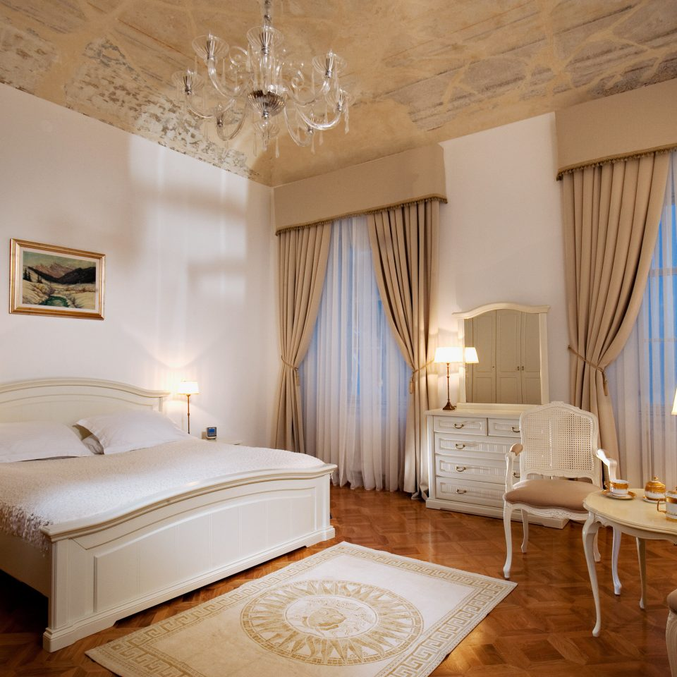 Bedroom City Elegant Luxury Romantic Suite property cottage farmhouse Villa