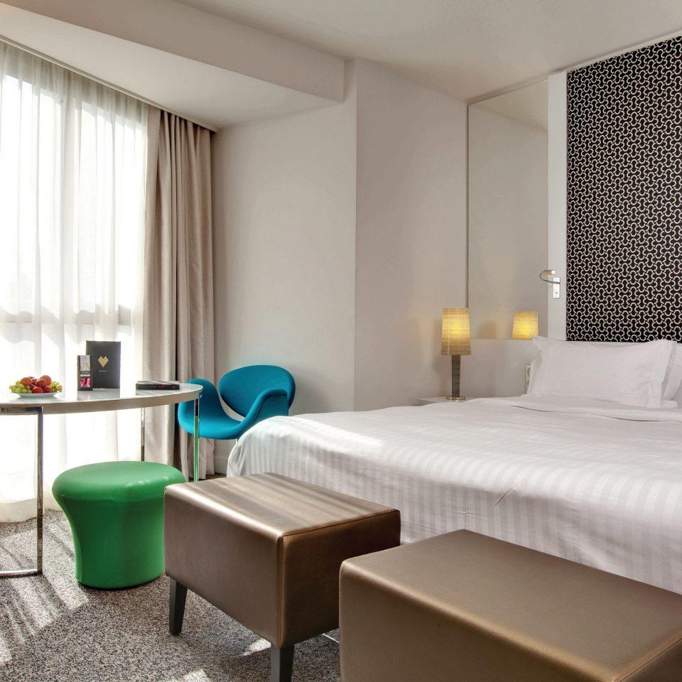 Bedroom City Hip Modern property green curtain Suite condominium cottage