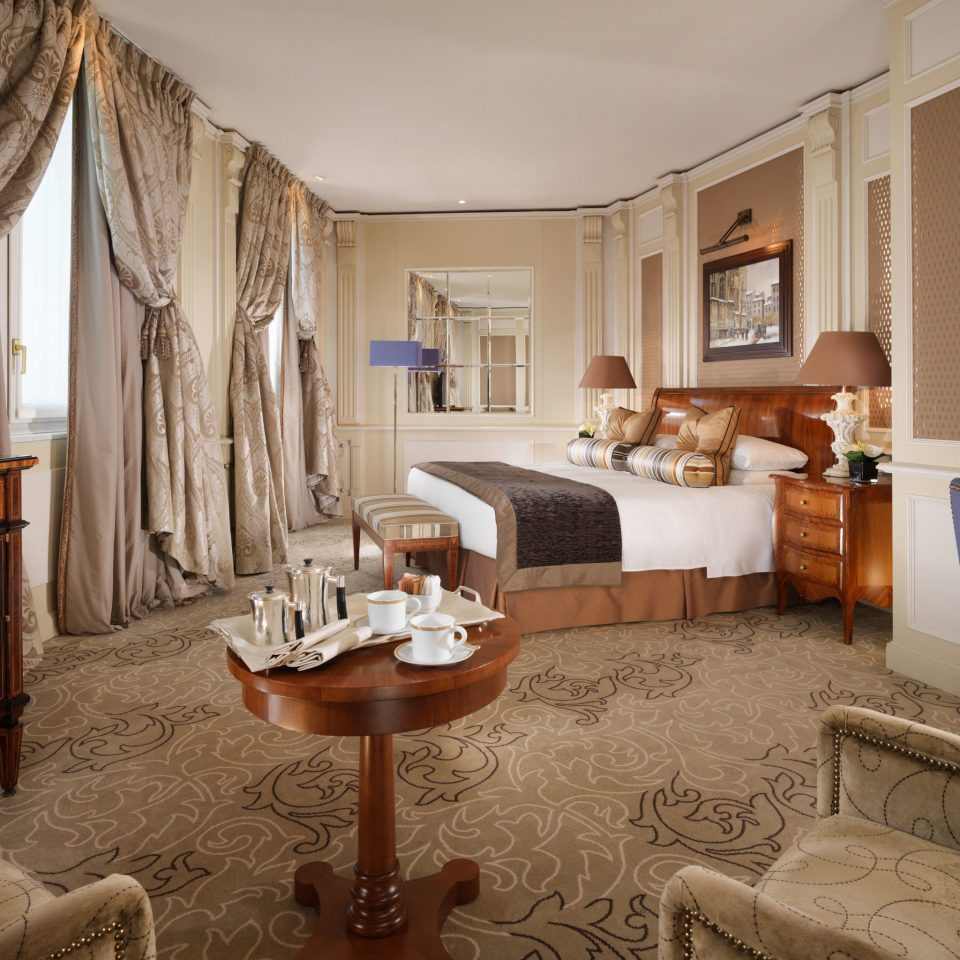 Bedroom City Historic Hotels Luxury Romance Romantic Suite sofa property living room home mansion cottage Villa