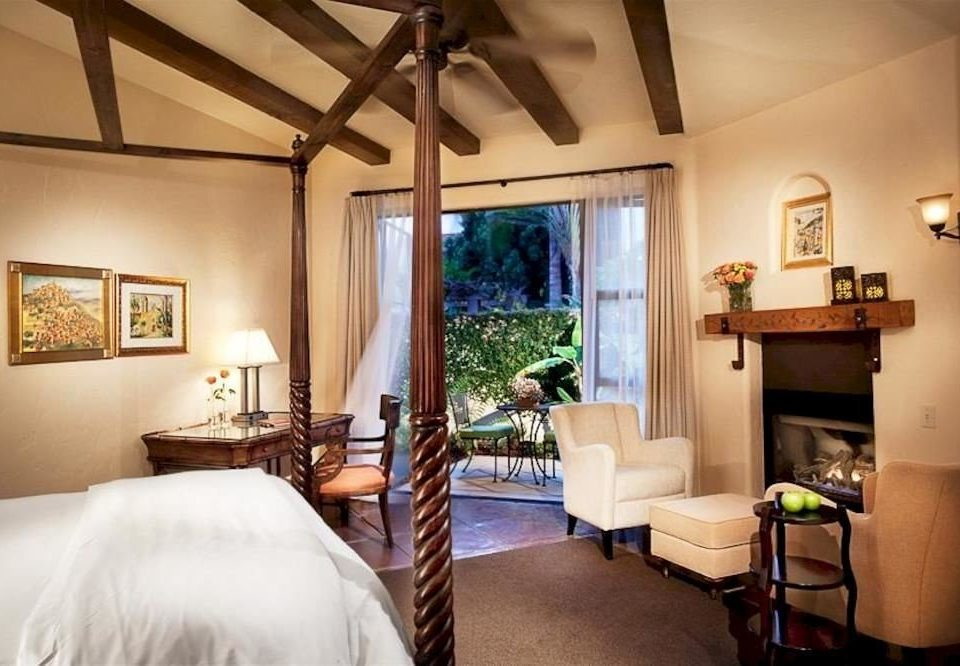 Bedroom City Inn property building Villa home cottage living room Suite farmhouse Resort condominium