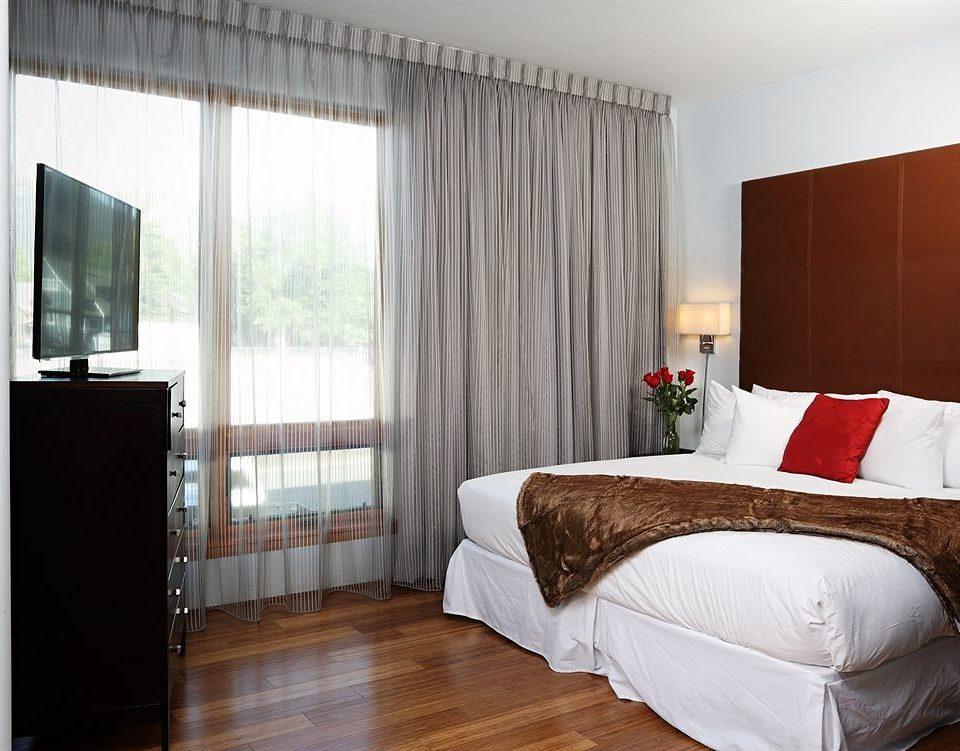Bedroom City Lodge sofa property Suite hardwood curtain textile cottage window treatment flat