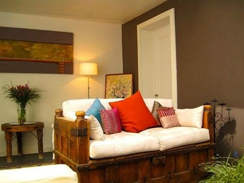 City Lounge sofa property living room Bedroom cottage hardwood home Suite Villa colored