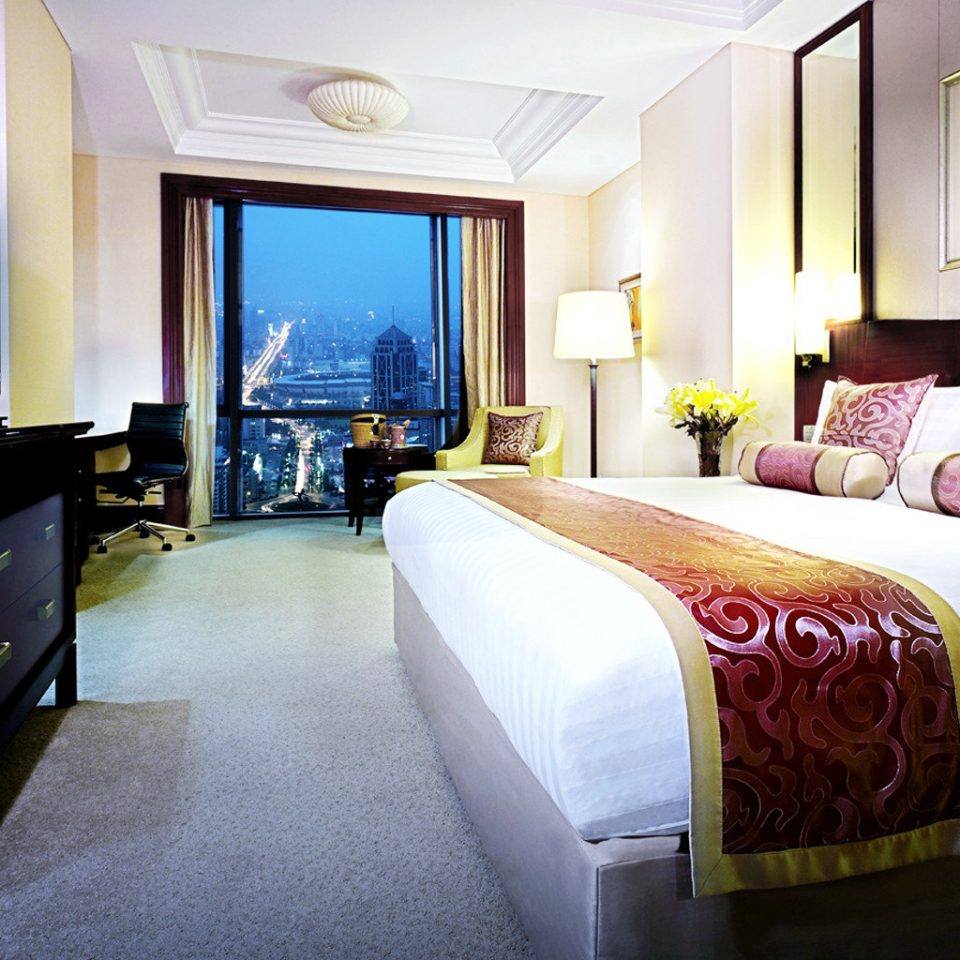 Bedroom City Luxury Scenic views Suite sofa property cottage flat