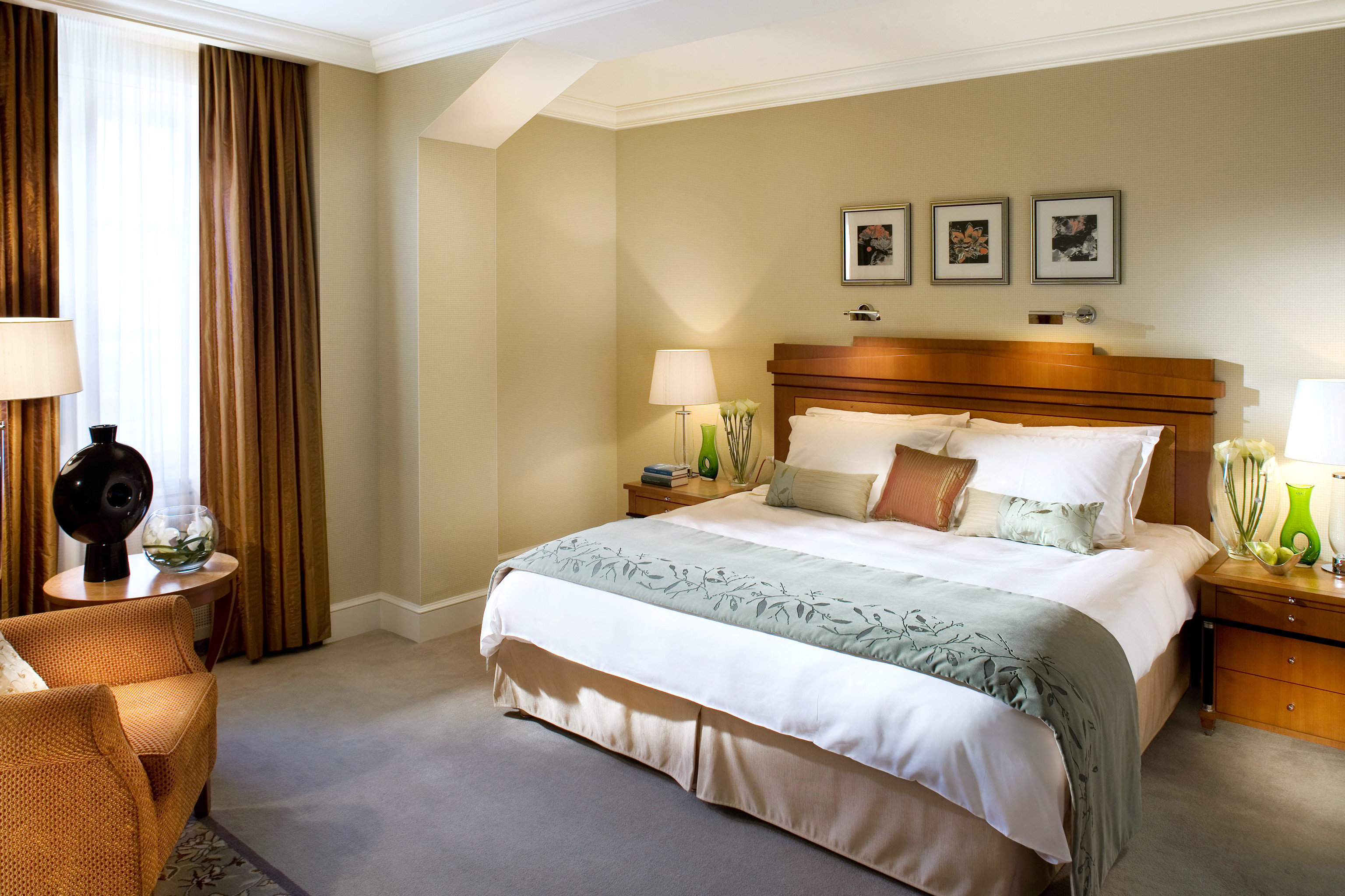Bedroom City Luxury Suite property cottage containing