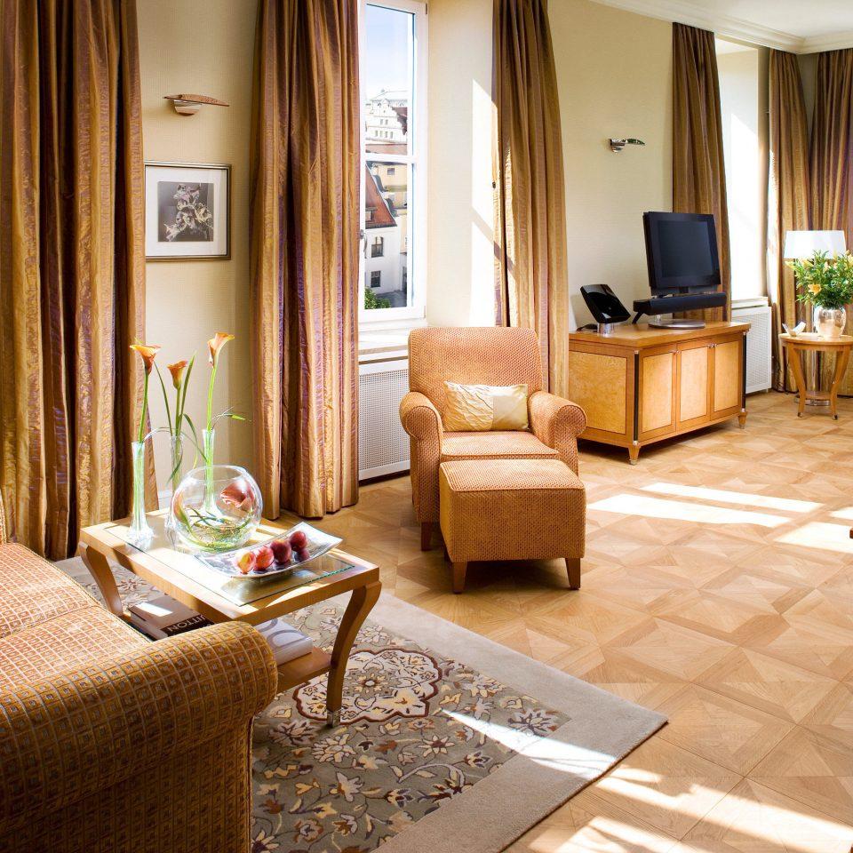 Bedroom City Luxury Suite sofa living room property home hardwood condominium cottage Villa