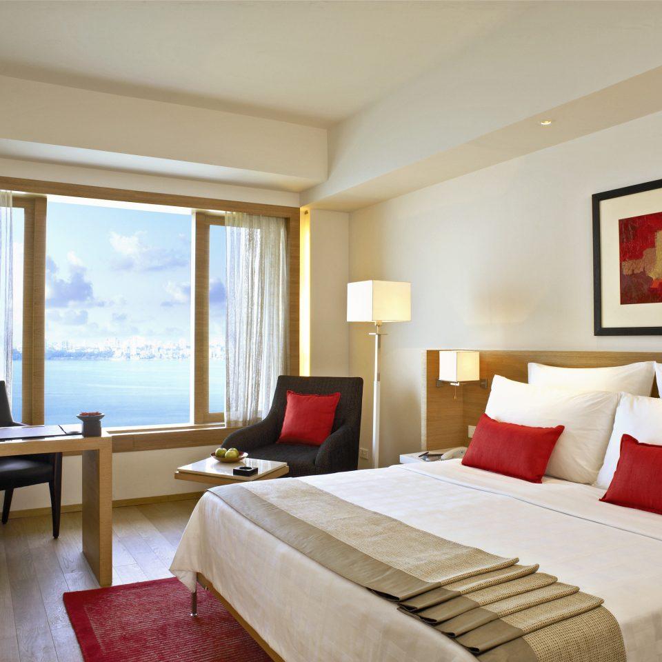 Bedroom City Modern Scenic views Waterfront sofa property Suite Resort condominium nice living room cottage