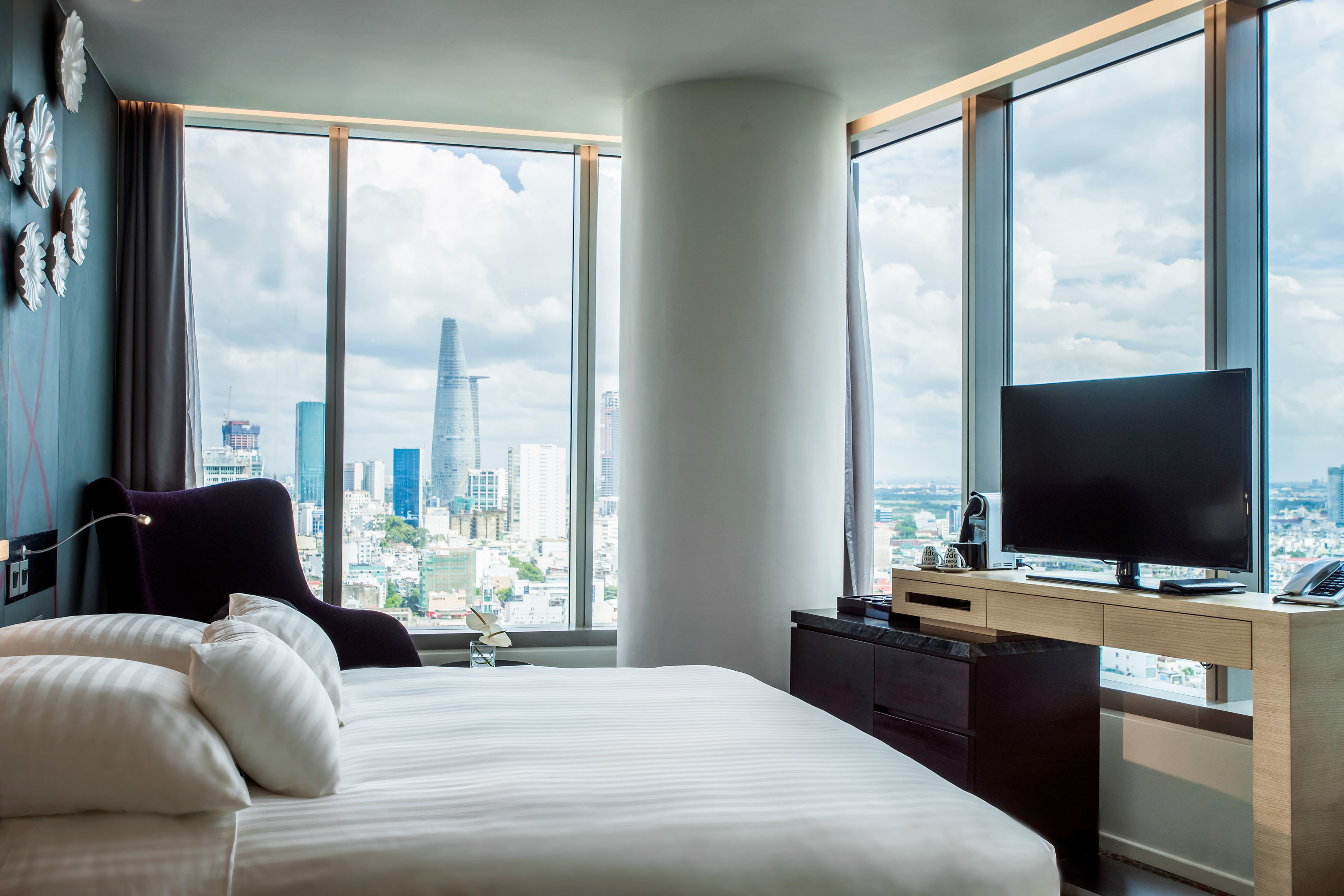 Bedroom City Modern Resort Scenic views sofa living room property home house condominium Suite