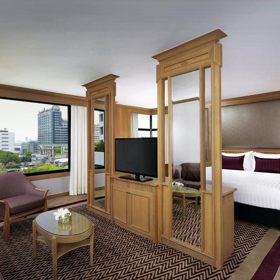 Bedroom City Modern Scenic views Suite property condominium living room home hardwood Villa cottage