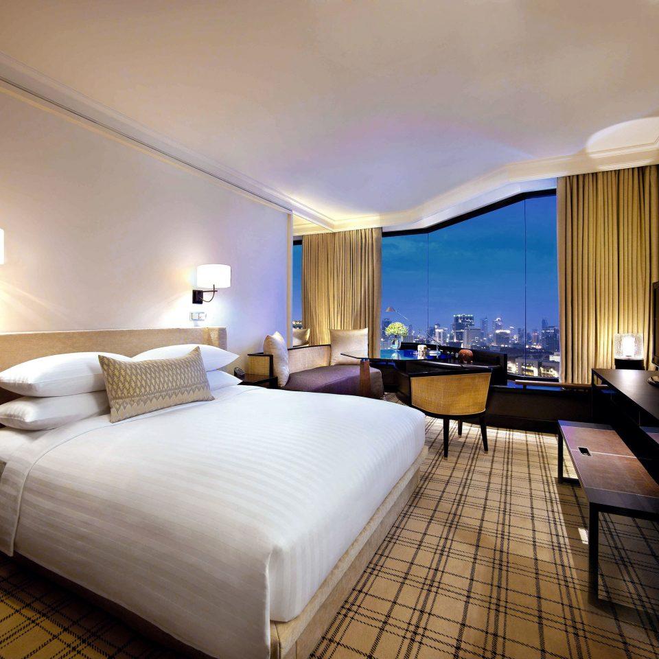 Bedroom City Scenic views property Suite Resort Villa condominium lamp