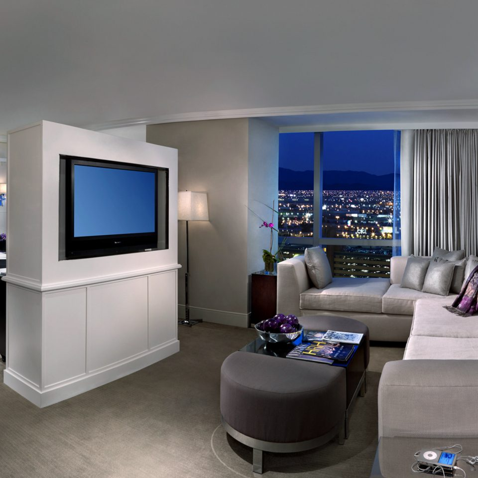 Bedroom City Resort Scenic views property living room home house condominium Suite flat