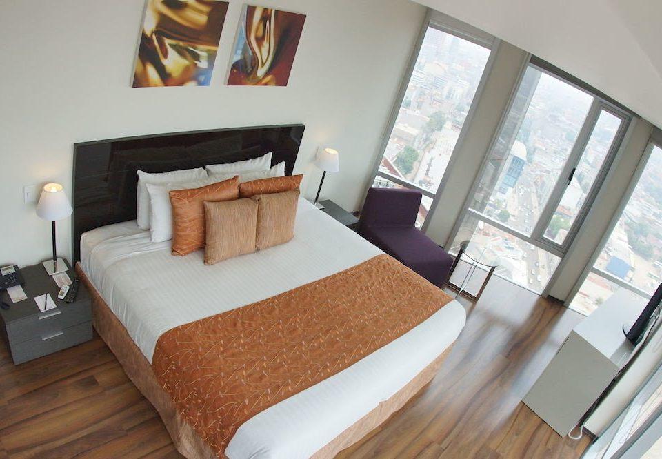 Bedroom City property Suite cottage Villa