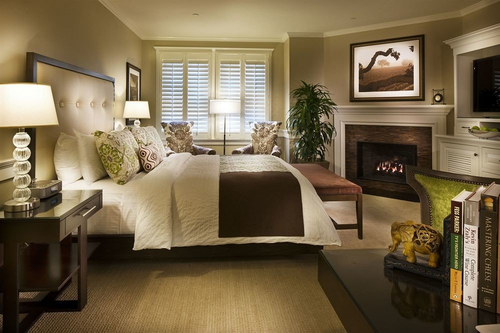 Bedroom Classic Country Fireplace Romantic Rustic living room property home condominium Suite