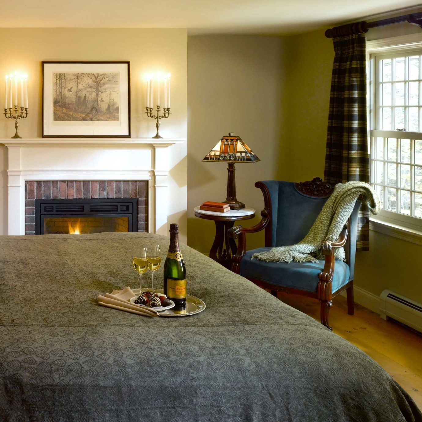 Bedroom Classic Country Fireplace Inn Suite property home living room hardwood cottage wood flooring farmhouse mansion flooring