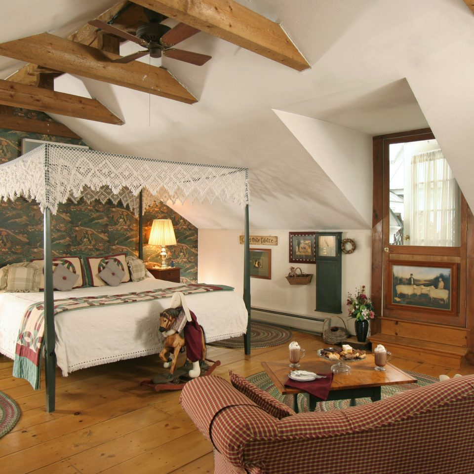 Bedroom Classic Country Inn Suite property living room house home cottage Villa farmhouse