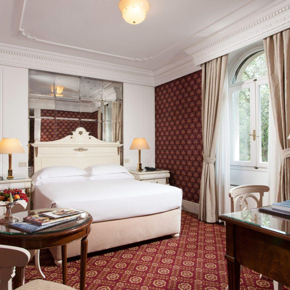 Bedroom Classic Cultural Historic property Suite home living room cottage mansion Villa Resort