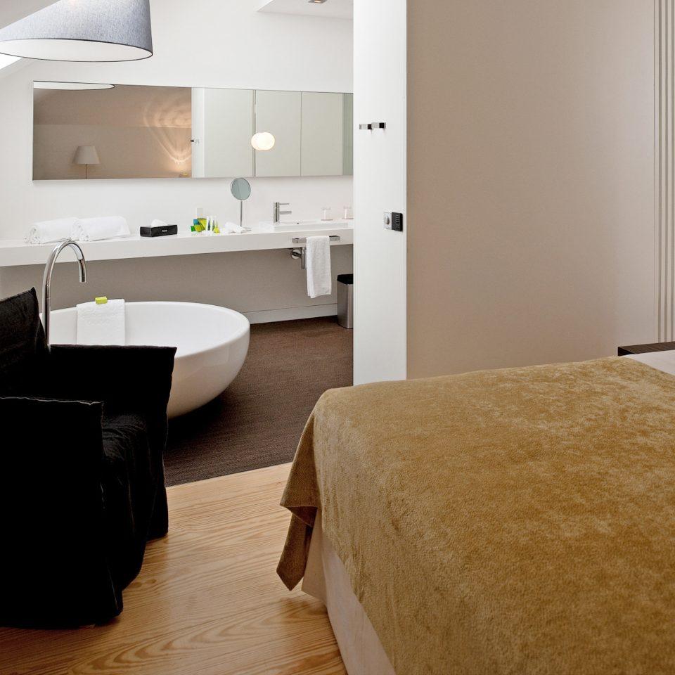 Bedroom Classic Eco property Suite hardwood home cottage flooring