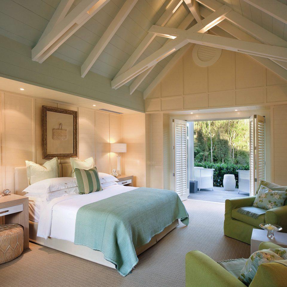 Bedroom Classic Elegant Fireplace Luxury Suite property living room home Villa condominium cottage mansion