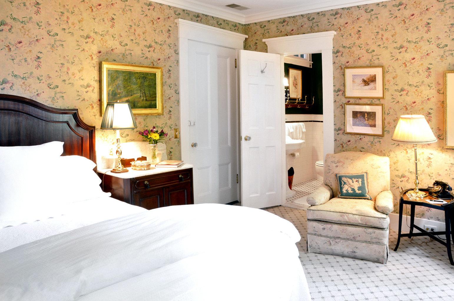 Bedroom Classic Elegant Historic Inn sofa property cottage home Suite living room farmhouse