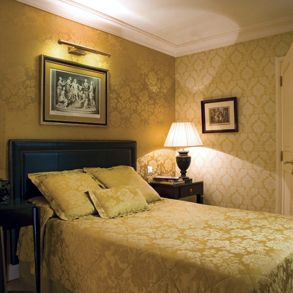 Bedroom Classic Elegant Historic Luxury Suite property home living room cottage
