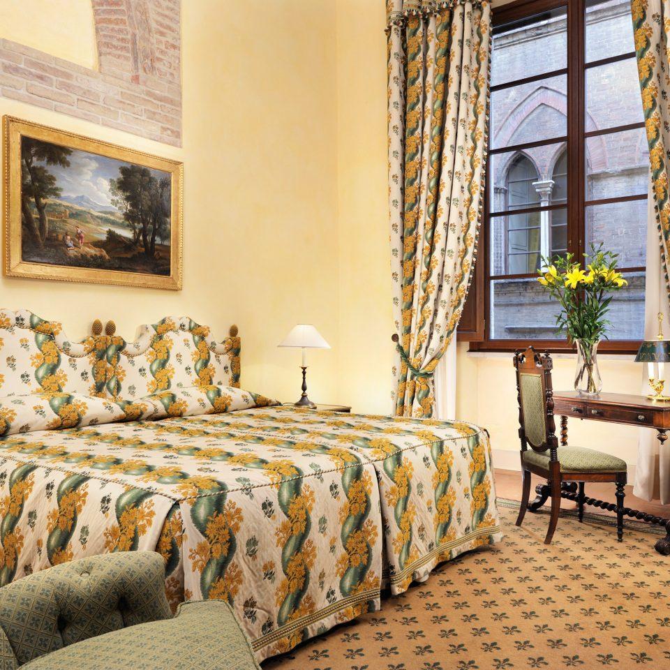 Bedroom Classic Elegant Historic Luxury Romance Romantic property Suite living room cottage condominium Villa colored