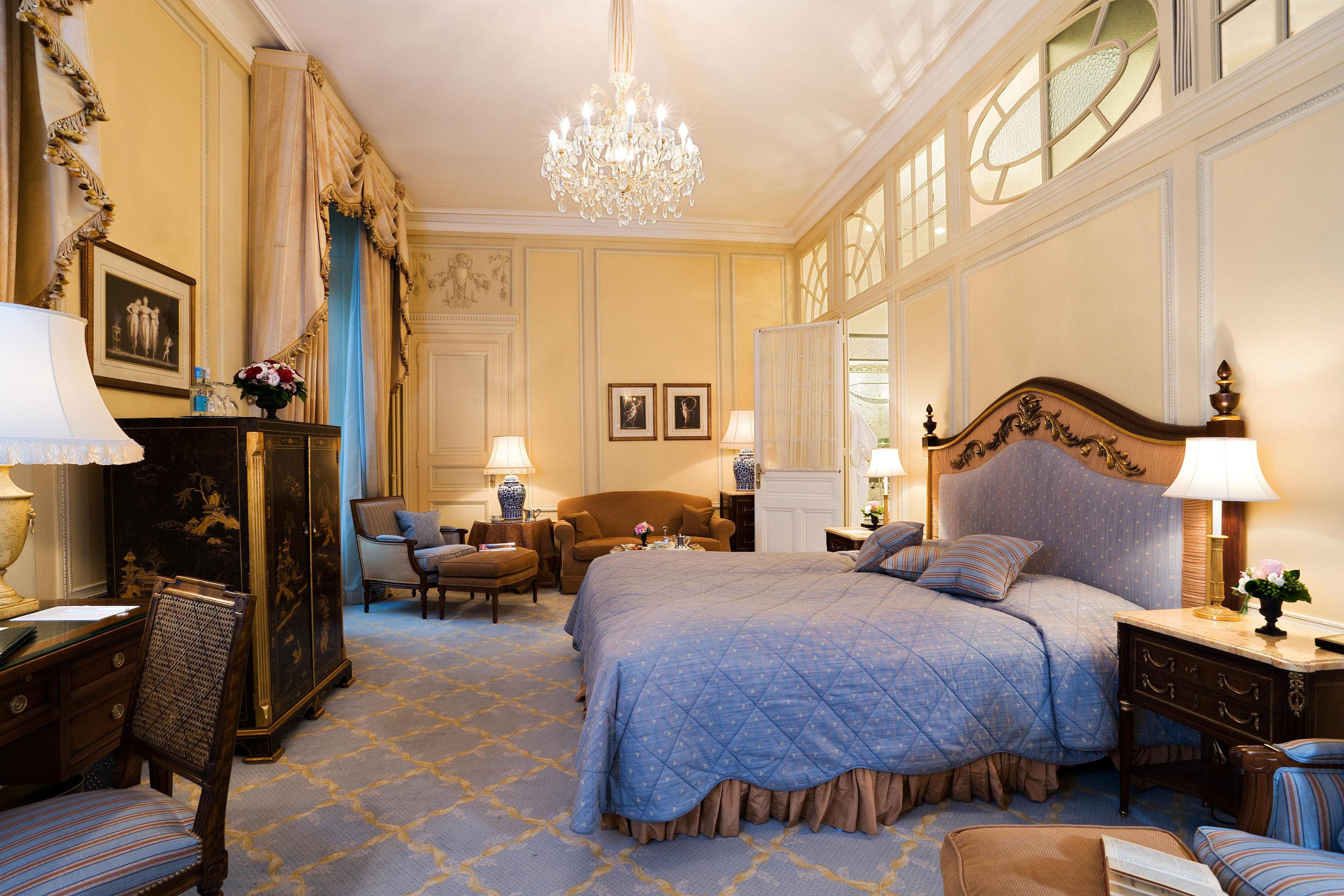 Bedroom Classic Elegant Historic Luxury Suite property home living room cottage farmhouse mansion Villa