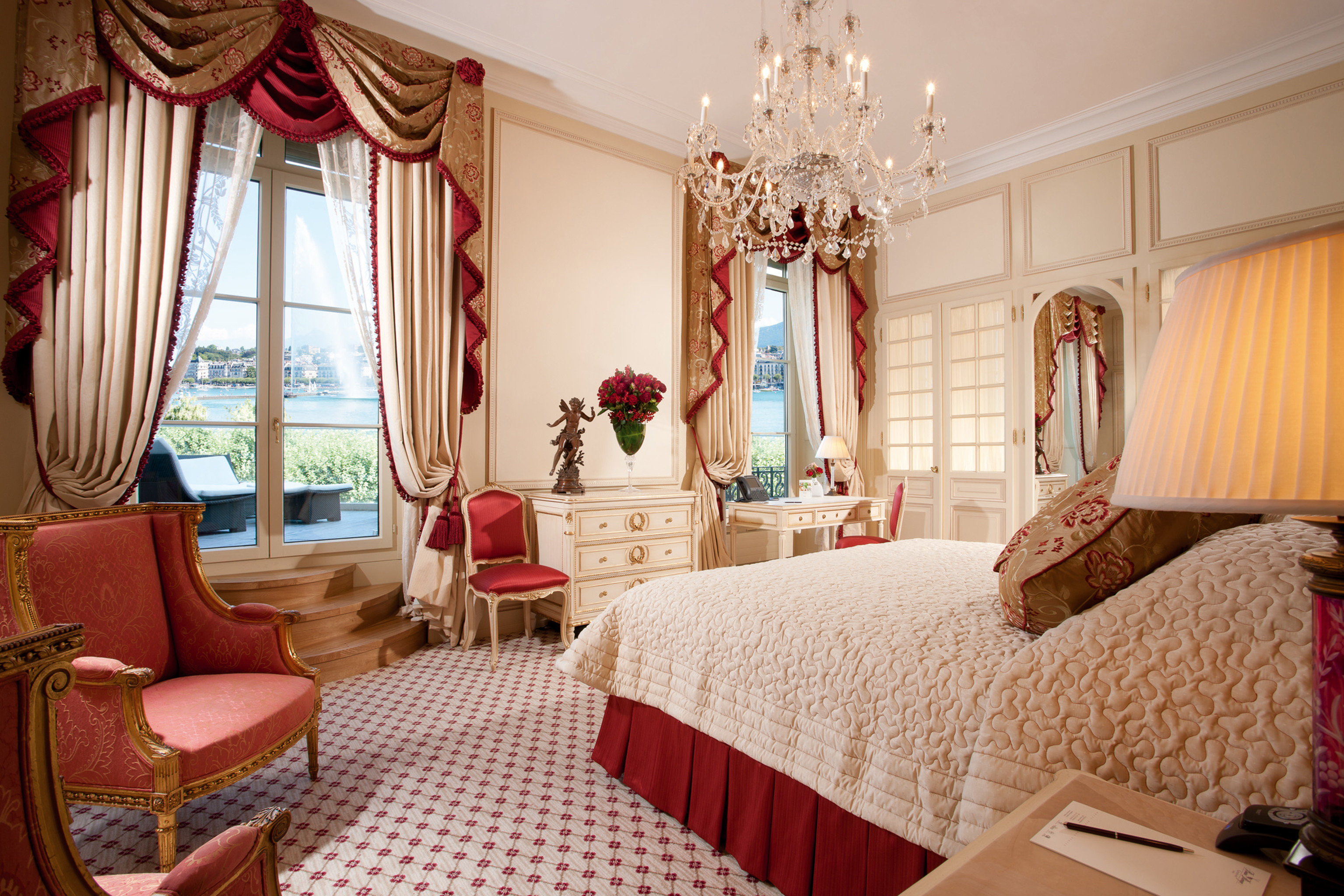 Bedroom Classic Elegant Historic Luxury Patio Suite Waterfront property chair living room home cottage curtain