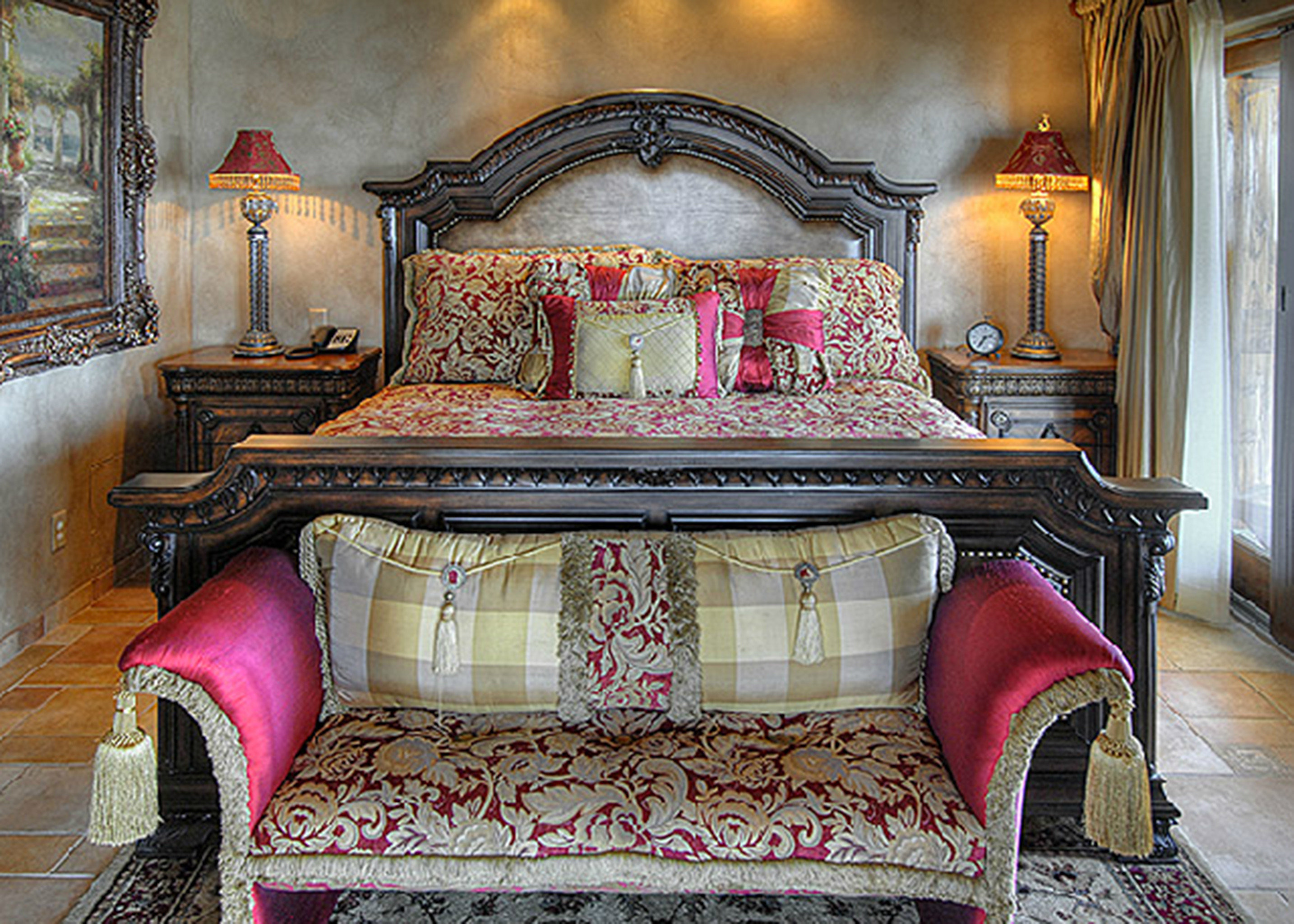 Bedroom Classic Elegant Historic Luxury Suite living room chair property home mansion bed sheet