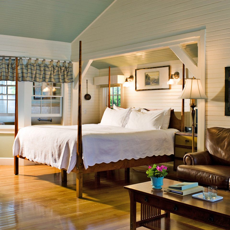 Bedroom Classic Elegant Historic Inn Luxury Suite property living room home house Villa cottage condominium farmhouse