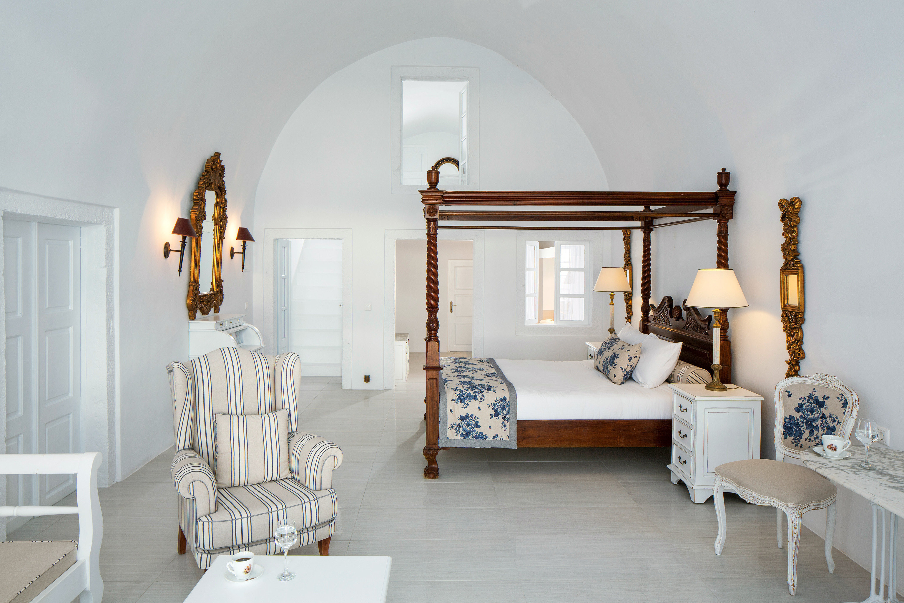 Bedroom Classic Elegant Honeymoon Luxury Romance Suite property living room home cottage