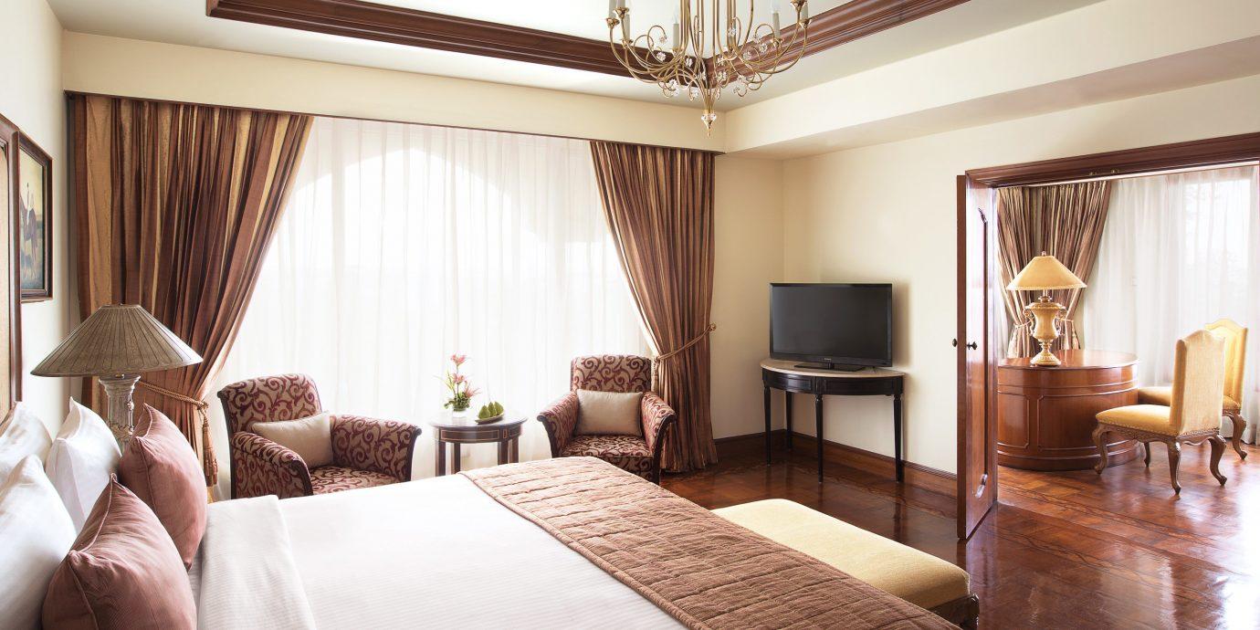 Bedroom Classic Elegant Luxury sofa property Suite curtain home cottage living room condominium