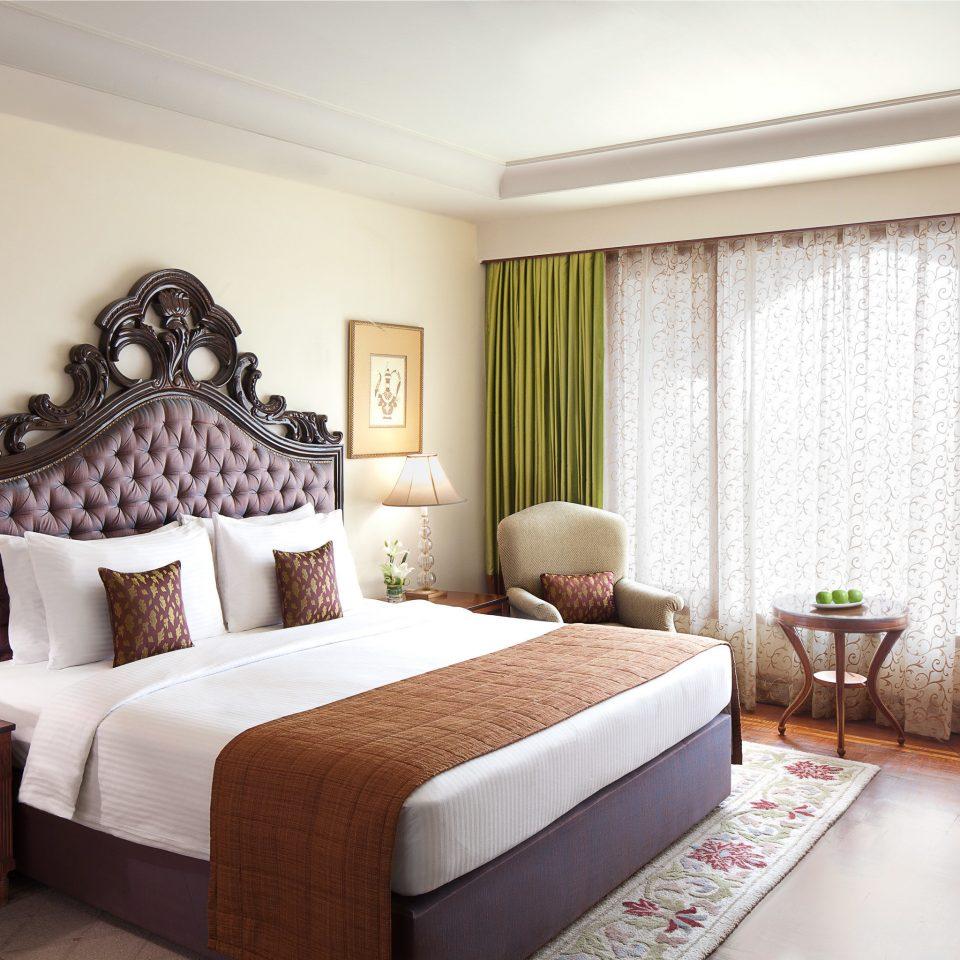 Bedroom Classic Elegant Luxury sofa property living room home Suite cottage condominium flat
