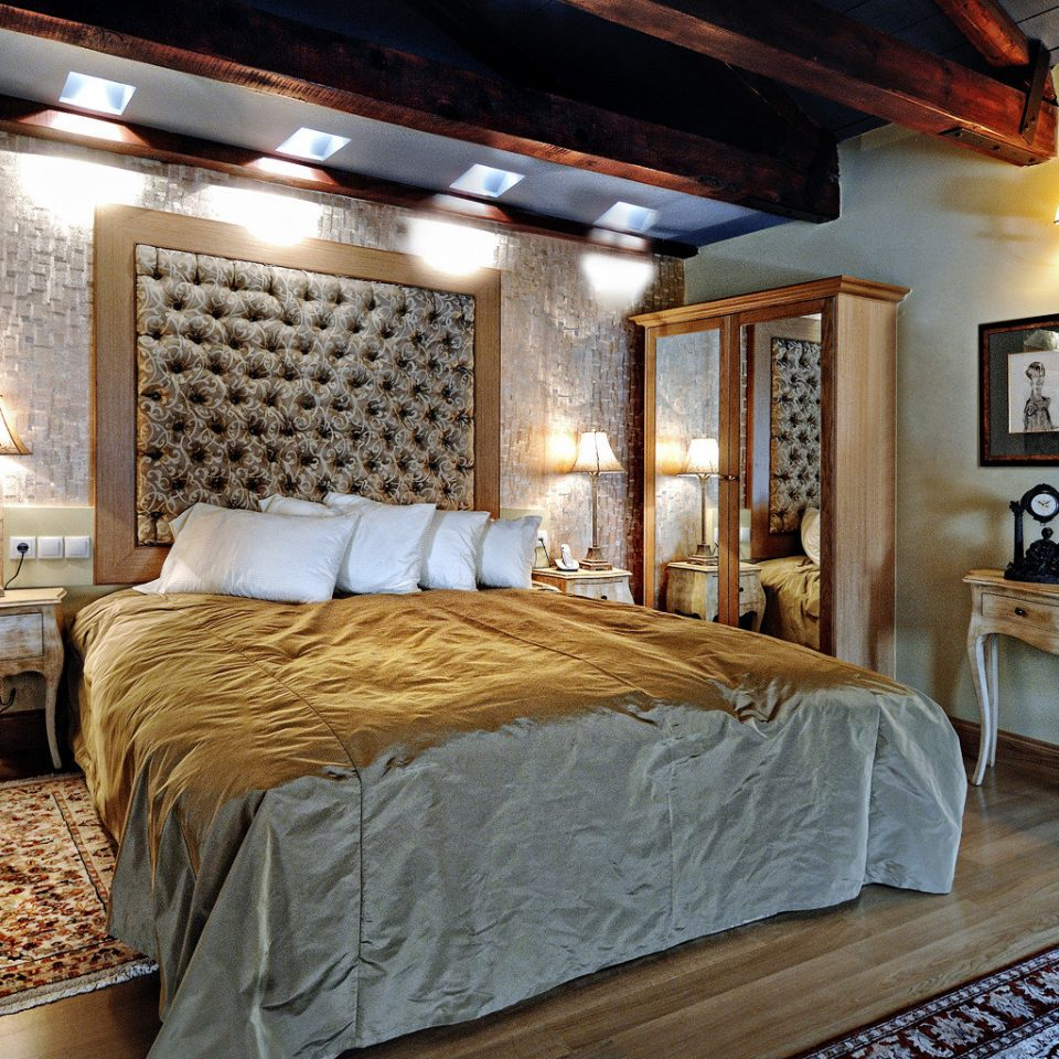 Bedroom Classic Elegant Luxury Romantic property cottage Suite Villa farmhouse