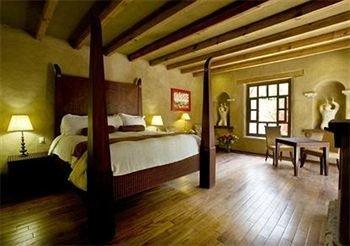 Bedroom Classic Elegant Luxury Rustic Suite property hardwood Villa cottage living room wood flooring mansion Resort