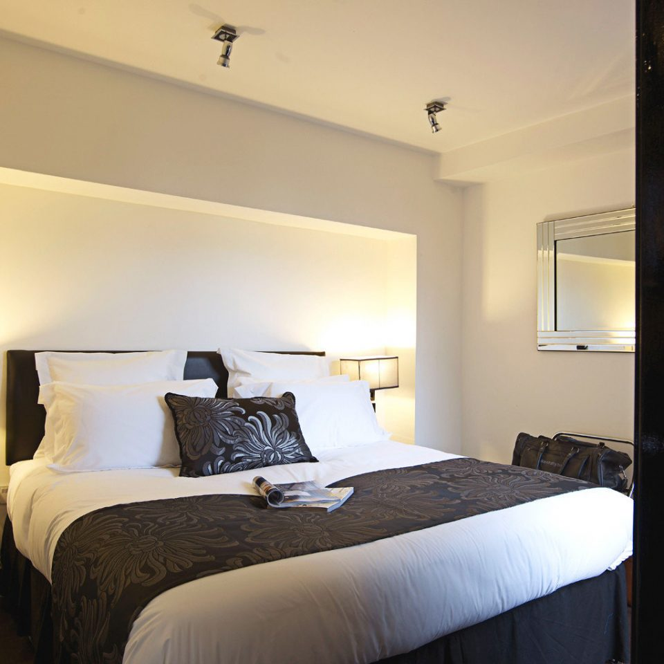 Bedroom Classic Elegant Modern property Suite cottage home
